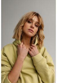 Marsala - Bluza z kapturem w kolorze GREEN APPLE - CARDIFF BY MARSALA. Okazja: na co dzień. Typ kołnierza: kaptur. Materiał: bawełna, elastan. Styl: casual