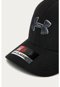 Czarna czapka z daszkiem Under Armour z aplikacjami