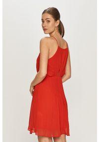 Pepe Jeans - Sukienka Mine. Kolor: czerwony. Materiał: tkanina. Długość rękawa: na ramiączkach. Typ sukienki: rozkloszowane