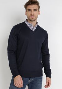 Born2be - Granatowy Sweter Z Wełną Phylasia. Kolor: niebieski. Materiał: wełna. Wzór: aplikacja. Styl: klasyczny, elegancki