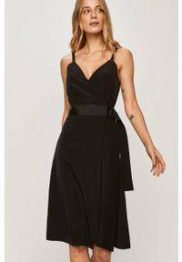 Czarna sukienka Calvin Klein Jeans na ramiączkach, mini, rozkloszowana