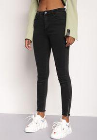 Renee - Czarne Jeansy Cytholis. Stan: podwyższony. Kolor: czarny. Wzór: aplikacja. Styl: elegancki