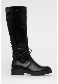 Answear Lab - Kozaki. Nosek buta: okrągły. Kolor: czarny. Materiał: guma. Szerokość cholewki: normalna. Obcas: na obcasie. Styl: wakacyjny. Wysokość obcasa: niski