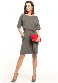 Tessita - Szara Dzianinowa Sukienka z Kimonowym Krótkim Rękawem. Kolor: szary. Materiał: dzianina. Długość rękawa: krótki rękaw