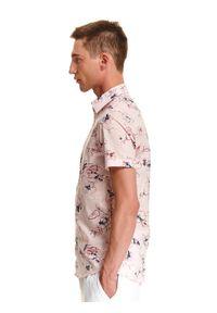 TOP SECRET - Koszula z nadrukiem w kwiaty. Kolor: różowy. Długość rękawa: krótki rękaw. Długość: krótkie. Wzór: nadruk, kwiaty. Sezon: wiosna, lato. Styl: wakacyjny