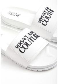 Klapki Versace Jeans Couture z nadrukiem