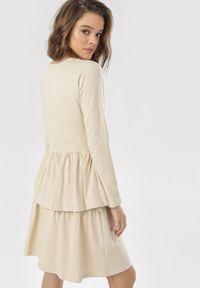 Born2be - Jasnobeżowa Sukienka Grynneth. Okazja: na co dzień. Kolor: beżowy. Materiał: bawełna, dzianina, skóra. Długość rękawa: długi rękaw. Wzór: gładki. Typ sukienki: rozkloszowane. Styl: casual. Długość: mini
