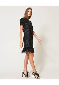 TwinSet - TWINSET - Czarna cekinowa sukienka z piórami. Kolor: czarny. Wzór: aplikacja. Styl: elegancki, glamour. Długość: mini