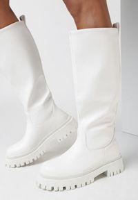 Born2be - Białe Kozaki Chenerena. Nosek buta: okrągły. Kolor: biały. Materiał: jeans, skóra. Styl: klasyczny