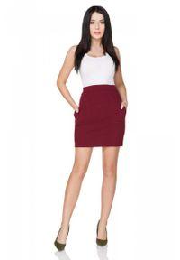 Tessita - Bordowa Spódnica Dopasowana Mini z Kieszeniami. Kolor: czerwony. Materiał: bawełna, poliester