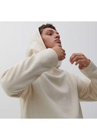 Reserved - Bluza oversize z haftem - Kremowy. Kolor: kremowy. Wzór: haft