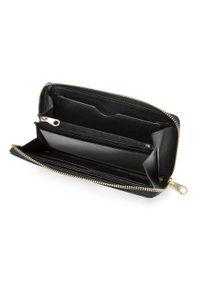 Wittchen - Damski portfel skórzany lakierowany na łańcuszku. Kolor: czarny. Materiał: skóra, lakier. Wzór: aplikacja