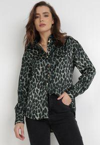 Born2be - Zielona Koszula Nysoya. Okazja: na spotkanie biznesowe. Kolor: zielony. Materiał: jeans, materiał. Długość rękawa: długi rękaw. Długość: długie. Wzór: aplikacja, nadruk. Styl: klasyczny, biznesowy
