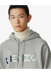 Kenzo - KENZO - Szara bluza z kapturem z logo. Typ kołnierza: kaptur. Kolor: szary. Materiał: bawełna. Wzór: napisy, haft