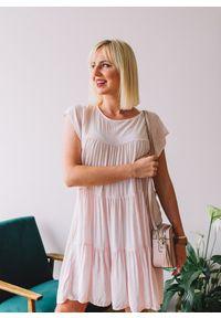 Różowa sukienka Fanaberia.com w kolorowe wzory, na lato, oversize