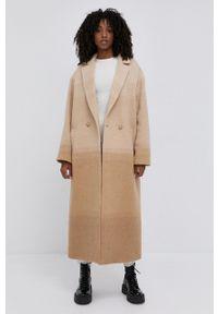 TwinSet - Twinset - Płaszcz. Kolor: beżowy. Materiał: materiał. Styl: klasyczny