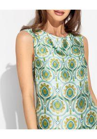 MALIPARMI - Zielona sukienka we wzory. Kolor: zielony. Materiał: materiał. Sezon: lato, wiosna. Typ sukienki: z odkrytymi ramionami. Długość: maxi