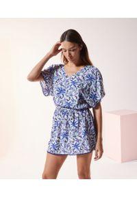 Niebieska koszula nocna Etam w kolorowe wzory, krótka