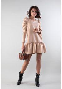 Nommo - Dziewczęca Sukienka z Drapowanym Rękawem i Falbanką - Beżowa. Kolor: beżowy. Materiał: wiskoza, poliester. Wzór: kwiaty