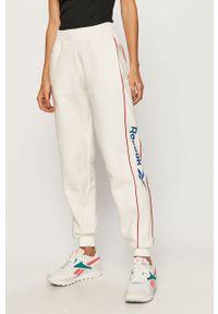 Białe spodnie dresowe Reebok Classic z nadrukiem