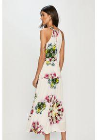 Desigual - Sukienka. Kolor: biały. Materiał: tkanina. Długość rękawa: na ramiączkach. Typ sukienki: rozkloszowane