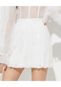 MACH&MACH - Spódnica mini z jedwabiu. Okazja: na imprezę. Stan: podwyższony. Kolor: biały. Materiał: jedwab. Styl: elegancki