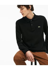 Lacoste - LACOSTE - Czarny t-shirt polo z długim rękawem Regular Fit. Okazja: na co dzień. Typ kołnierza: polo. Kolor: czarny. Długość: długie. Wzór: haft. Materiał: tkanina, jeans. Długość rękawa: długi rękaw. Sezon: jesień. Styl: klasyczny, elegancki, casual