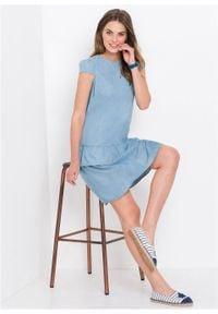 Sukienka dżinsowa z falbaną bonprix jasnoniebieski. Kolor: niebieski. Długość: mini