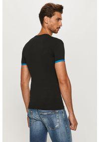 Czarny t-shirt Emporio Armani z okrągłym kołnierzem, z nadrukiem