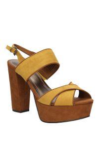 Marco Tozzi - sandały marco tozzi 2-28366-26. Kolor: wielokolorowy, brązowy, żółty. Materiał: zamsz, skóra ekologiczna. Sezon: lato. Styl: klasyczny