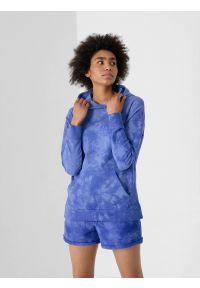 4f - Bluza dresowa nierozpinana z kapturem damska. Okazja: na co dzień. Typ kołnierza: kaptur. Kolor: niebieski. Materiał: dresówka. Styl: casual
