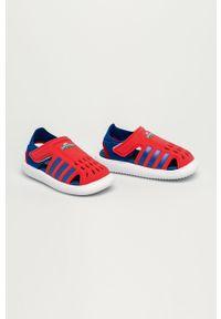 Czerwone sandały Adidas na rzepy