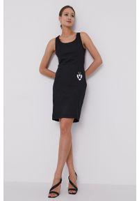 Love Moschino - Sukienka. Okazja: na co dzień. Kolor: czarny. Materiał: tkanina. Długość rękawa: na ramiączkach. Wzór: gładki. Typ sukienki: proste. Styl: casual
