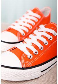 Casu - Pomarańczowe trampki sznurowane casu 888-1. Kolor: pomarańczowy