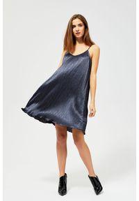 Niebieska sukienka MOODO prosta, z dekoltem w serek, glamour
