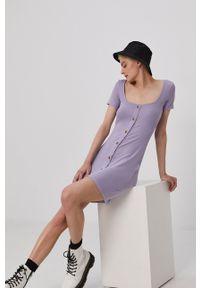 Brave Soul - Sukienka. Kolor: fioletowy. Materiał: dzianina. Długość rękawa: krótki rękaw. Wzór: gładki. Typ sukienki: dopasowane