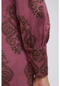 Sisley - Sukienka. Kolor: różowy. Materiał: tkanina. Długość rękawa: długi rękaw. Typ sukienki: rozkloszowane