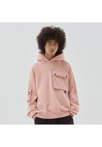 Cropp - Bluza z kapturem i kieszeniami - Różowy. Typ kołnierza: kaptur. Kolor: różowy