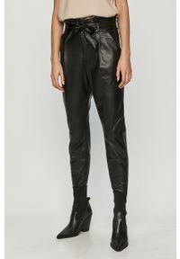 Czarne spodnie materiałowe Vero Moda na co dzień, casualowe, z podwyższonym stanem