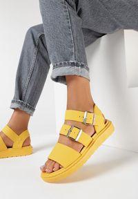 Born2be - Żółte Sandały Iphadise. Okazja: na co dzień. Zapięcie: klamry. Kolor: żółty. Materiał: guma. Wzór: paski, aplikacja. Sezon: lato. Obcas: na platformie. Styl: sportowy, casual