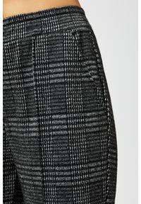 Czarne spodnie MOODO długie, w kratkę