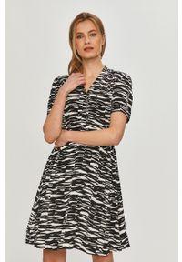 Czarna sukienka Calvin Klein prosta, casualowa, na co dzień, z krótkim rękawem