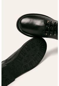 Czarne botki Pepe Jeans z cholewką, na średnim obcasie, na obcasie