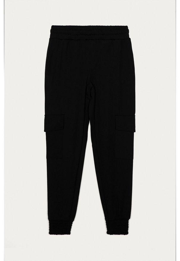 Czarne spodnie dresowe LMTD