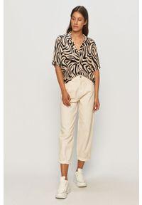 Biały jeansy loose fit TALLY WEIJL w kolorowe wzory