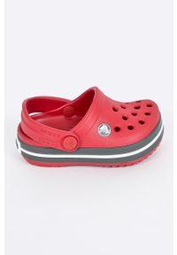 Czerwone klapki Crocs z okrągłym noskiem