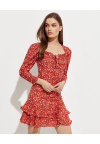 Czerwona sukienka mini z długim rękawem, kopertowa, w kwiaty