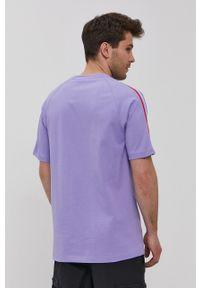 adidas Originals - T-shirt. Kolor: fioletowy. Materiał: dzianina. Długość rękawa: raglanowy rękaw. Wzór: aplikacja