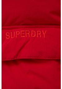 Superdry - Kurtka. Okazja: na co dzień. Kolor: czerwony. Materiał: puch. Styl: casual