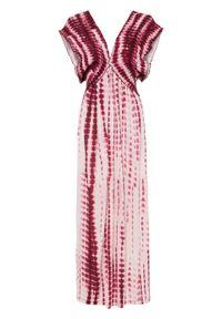 Długa sukienka batikowa bonprix bladoróżowo-bordowy z nadrukiem. Kolor: różowy. Wzór: nadruk. Długość: maxi